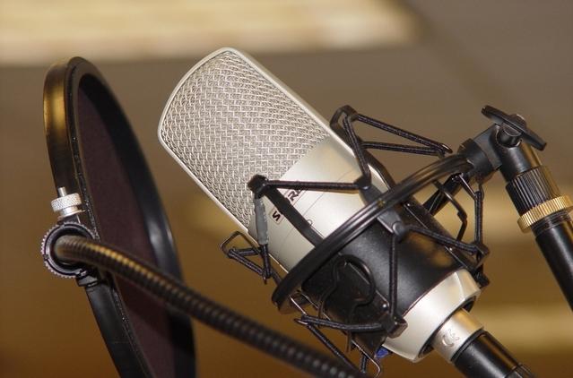 microphone-1241848-639x421.jpg